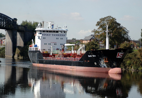 Stolt Kite at the entrance to Latchford Locks