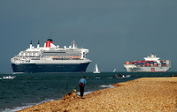 Queen Mary 2 and OOCL Germany passing Cowes
