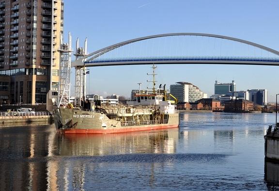 W D Mersey passing under the Millenium Footbridge