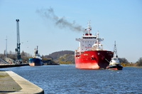 Autumn passing Ellesmere Port with  Doris T alongside