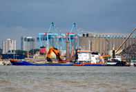 Jan Leeghwater working the new river berth