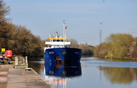 Nestor arriving Irlam Locks 19th April 2016