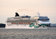 Norwegian Jade IMO 9304057 93558gt Built 2006